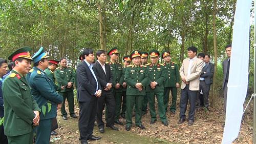 UBND tỉnh tổ chức bàn giao đất cho Bộ chỉ huy quân sự tỉnh Phú Thọ  thực hiện dự án đầu tư xây dựng sân bay quân sự tại xã Điêu Lương.