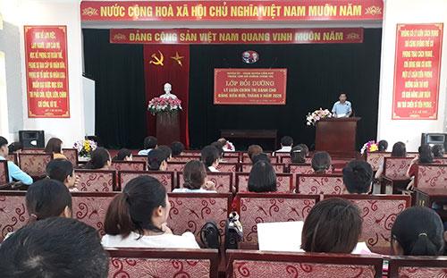Huyện ủy Cẩm Khê khai giảng lớp bồi dưỡng lý luận chính trị  dành cho đảng viên mới đợt 1, năm 2020.