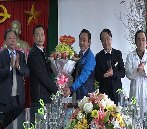 Các đồng chí lãnh đạo huyện thăm, chúc tết các cơ quan,  đơn vị trực trong dịp tết Nguyên đán