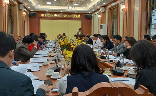 UBND huyện Cẩm Khê họp nghe các cơ quan báo cáo dự thảo  các văn bản trình kỳ họp thứ Mười một, HĐND huyện khóa XVIII.