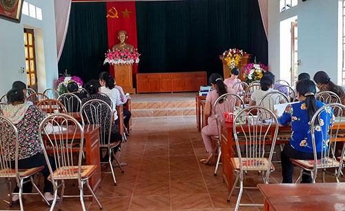 Trung tâm DS huyện hướng dẫn tổ chức tuyên truyền các hoạt động kỷ niệm Ngày Dân số Thế giới 11/7