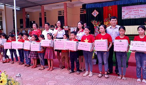 """Trường TH Tuy Lộc, Cẩm Khê tổ chức vui tết thiếu nhi  với chủ đề """"Phòng chống xâm hại trẻ em""""."""