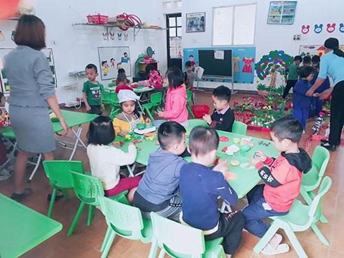Trường Mầm non xã Văn Bán tăng cường các hoạt động trải nghiệm trong giáo dục cho trẻ .