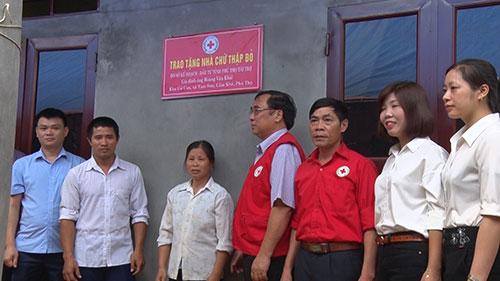 Hội Chữ thập đỏ tỉnh tổ chức Lễ Khánh thành và trao tặng nhà nhân đạo cho hộ nghèo xã Tam Sơn