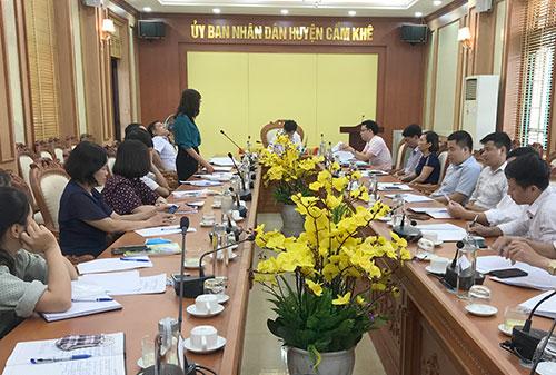 Đồng chí Nguyễn Tân Sơn- UVBTV, Phó chủ tịch UBND huyện họp,  nghe các cơ quan, đơn vị báo cáo tình hình,  kết quả hoạt động.