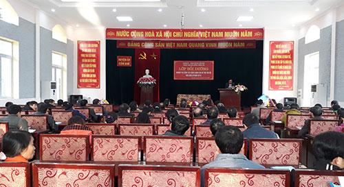 Huyện ủy Cẩm Khê khai giảng lớp bồi dưỡng nghiệp vụ công tác Đảng cho Bí thư chi bộ khu dân cư năm 2019.