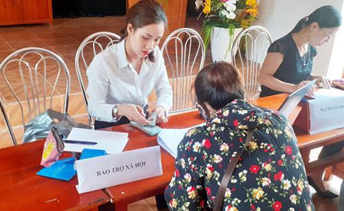Cẩm Khê chi trả hỗ trợ cho người dân gặp khó khăn do dịch Covid-19.