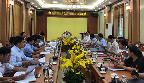 UBND huyện Cẩm Khê tổ chức hội nghị nghe báo cáo các nội dung  chuẩn bị cho kỳ họp thứ 13, HĐND huyện khóa XVIII