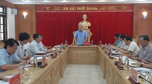 Đồng chí Phó Bí thư Thường trực Tỉnh ủy kiểm tra công tác chuẩn bị Đại hội điểm Đảng bộ huyện Cẩm Khê
