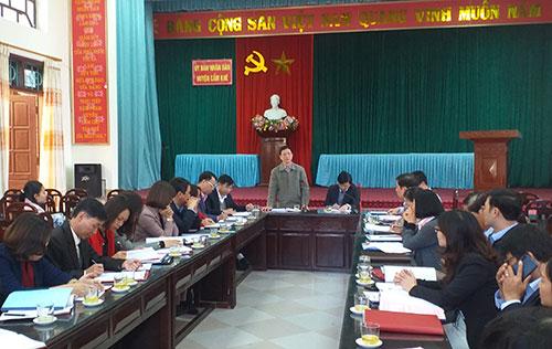 Đoàn công tác của tỉnh kiểm tra công tác phổ cập giáo dục, xoá mù chữ tại huyện Cẩm Khê.